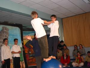 abacart saltimbanque du cirque équilibre boule